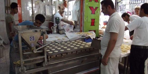Ramazan'ın Vazgeçilmez Tatlısı  Yassı Kadayıf'a Sıcak  Azizliği