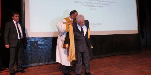 Recai Kutan'a Fahri Doktora Unvanı