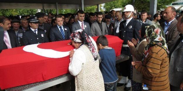 Şehit Polis Memuru Beşir Kurt Gözyaşları Arasında Toprağa Verildi