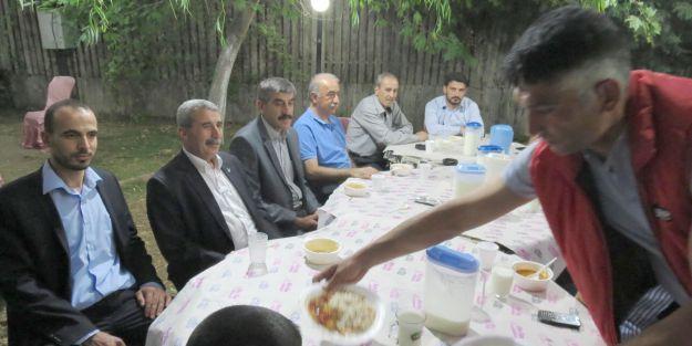 Selçuklu Derneği'nden Suriyelilere iftar verildi