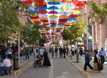 Şemsiye Sokak, Esnafların Yüzünü Güldürdü