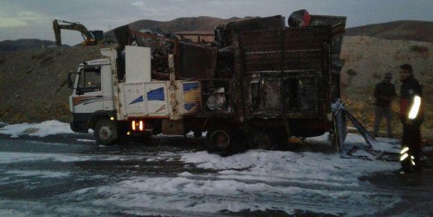 Seyir halindeki kamyonda yangın çıktı