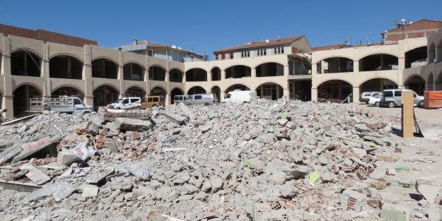 Şire Pazarındaki cami yıkıldı