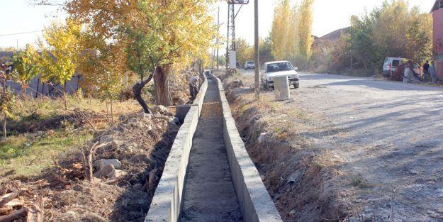 Suluköy'e sulama kanalı yapılıyor
