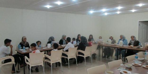 Suriyeli Misafirlere İftar Verildi