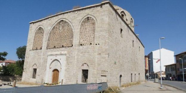 Taşhoron Kilisesi'ndeki Restorasyon Durdu