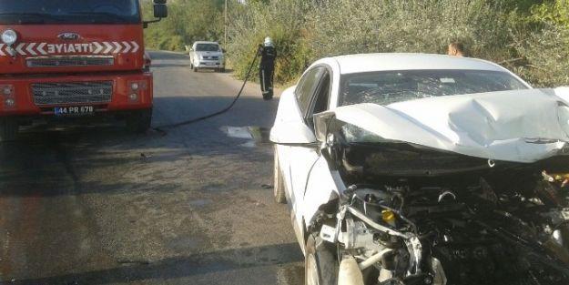 Temizlik Şirketinin Aracı İle Müdürünün Otomobili Çarpıştı
