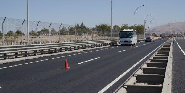 Turgut Özal Beylerderesi Viyadük'ü Trafiğe Açıldı