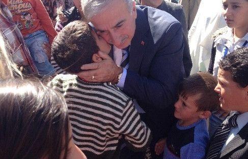 Vali Kamçı Suriyeli Mültecilerle Bayramlaştı