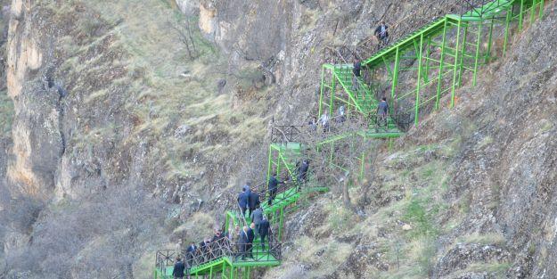 Vali Şahin 'Girmana Kanyonu' ve 'Saklı Cennet'te incelemede bulundu