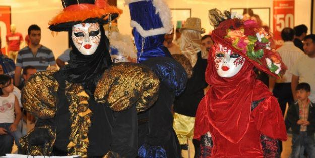 Venedik Mask Korteji Büyük İlgi Gördü