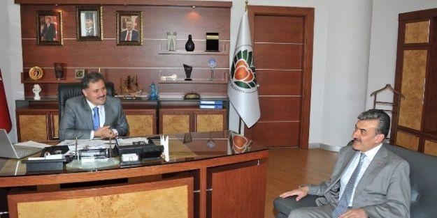 Vergi Dairesi Başkanı Yunus Poyraz'dan, Başkan Ahmet Çakır'a Ziyaret