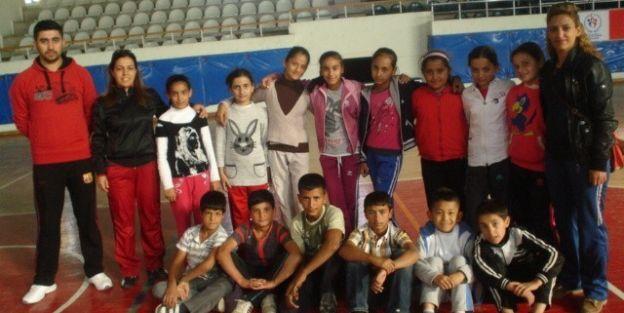 Yaşar Önce Ortaokulu Hentbol Takımı, Okul Maçlarına Hazırlanıyor