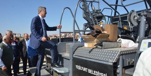 Yeni Asfalt Makinası  Kurban Kesilerek Hizmete Sunuldu